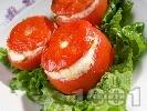 Рецепта Пълнени домати със сирене и извара